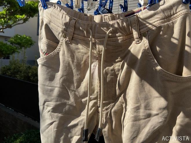 洗濯機にかけたDiesel KROOLEYをベランダの洗濯干しにかけ乾かす