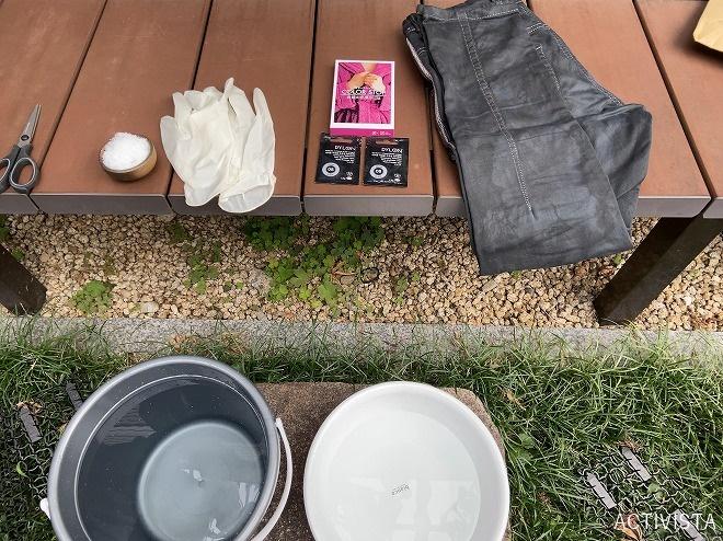 2回目の黒染め作業に必要な道具を集めて撮影した画像