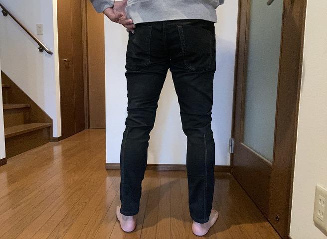 DIESEL KROOLEY-NE 0670M(黒染)を穿く筆者画像(後ろ面)