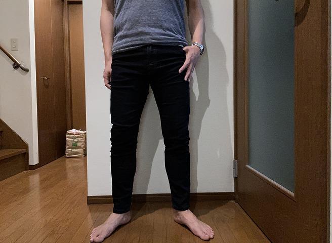 筆者私物のディーゼルジョグジーンズNARROTを穿いた着画正面