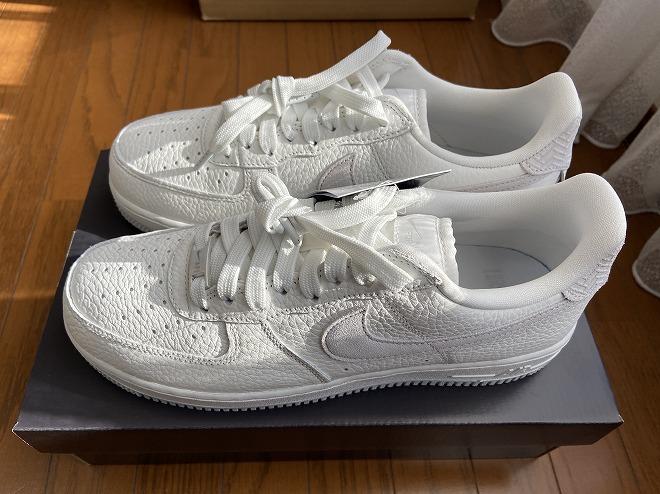 エアフォース1はボリューム感があるのでオールホワイトのカラーだと靴だけ浮いてしまう