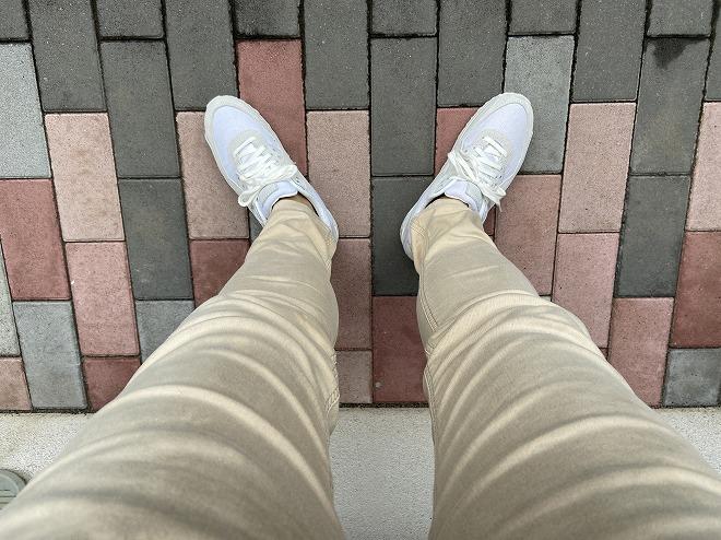 ディーゼルジョグジーンズのKROOLEYにエアマックス90ホワイトをコーデする筆者画像