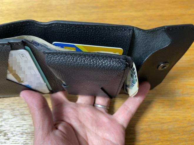 一日財布を使ったあとに開くと、お札が折れているライフポケット財布