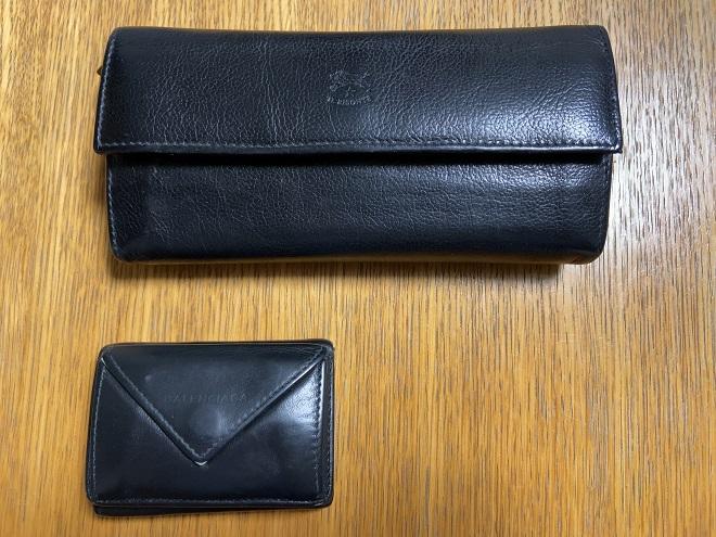 イルビソンテの長財布(上)とバレンシアガの小さい財布(下)