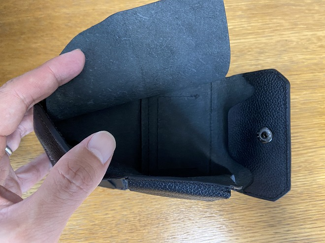 ライフポケット財布のお札入れレザーをめくった画像