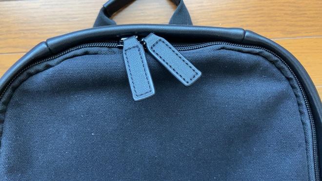 TSOGのリュックMUKOのYKKジップ引手に使われてる革素材の画像